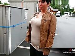 Zum Blasen bei OBI - Sextreffen mit dicker Kurzhaar MILF
